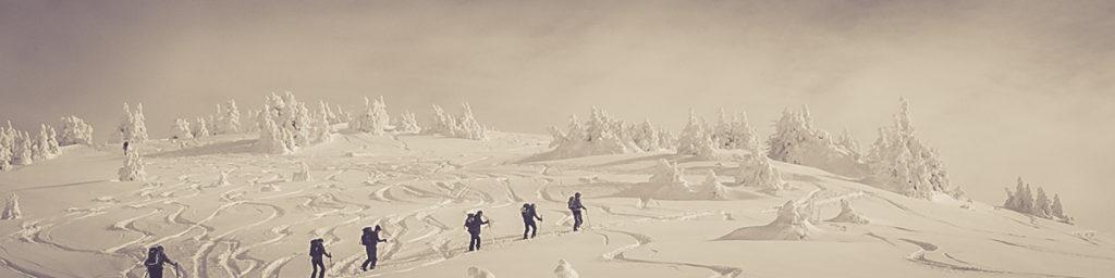 « Quand tu es arrivé au sommet de la montagne, continue de grimper »